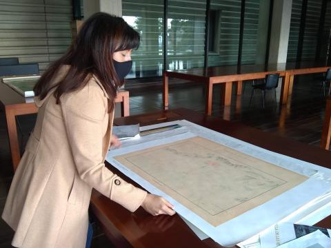Mujer en Sala de Consulta